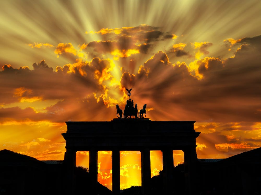 brandenburger-tor-dusk-dawn-twilight-64278.jpeg