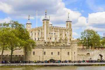 tower-of-london-entrance-ticket-including-crown-jewels-and-beefeater-in-london-329484